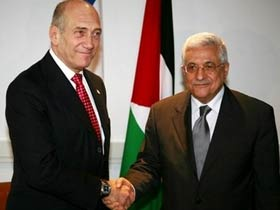 Prodded by US, Olmert and Abbas meet privately