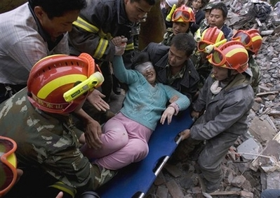Pregnant Chinese woman pulled from rubble after 50 hours