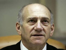 Olmert heads to US leaving behind corruption scandal