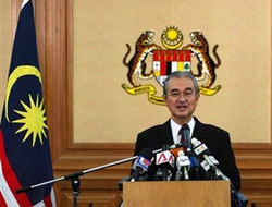 Malaysia offers key state more funds amid fuel anger