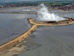 Gas drilling caused Indonesian mud volcano: Report