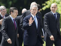 Bush says disappointed Iran rejects offer