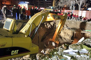 Six buried in China tunnel collapse