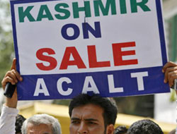 Kashmir government collapses over land row
