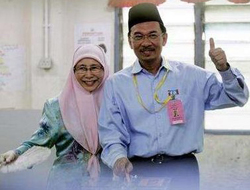 Malaysians vote in crucial test for Anwar