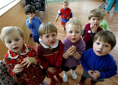 Russia suspends foreign adoption groups
