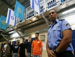 Red Cross to take initiative for Palestinian prisoners in Israel
