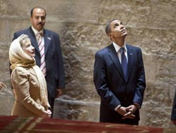 Obama, Clinton visit mosque in Egypt's Cairo / PHOTO