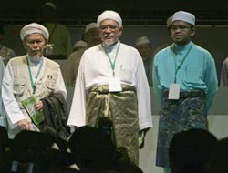 Malaysia's Islamist head: non-Muslims ultimately can join party