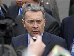 Colombian MPs approve Uribe re-election bill