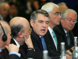 G20 draft agrees stimulus to stay, curbs on bank pay