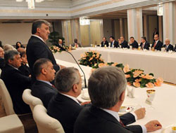 Turkey's Gul calls for more dynamic OIC structure at Ramadan iftar
