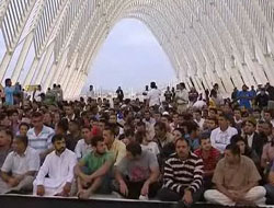 Muslims in Greece mark Eid al-Fitr without mosque / PHOTO