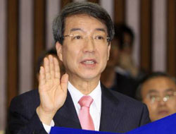 South Korea approves centrist Chung as PM