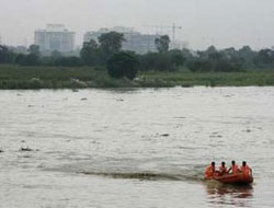 At least 3 dead after boat sinks in Indonesian river