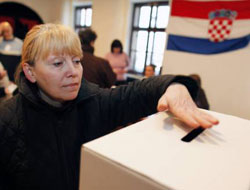 Croatians vote for president in second round