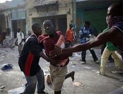 Haitians in mass exodus from shattered Port-au-Prince
