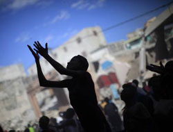 Aid efforts 'not organized', 200,000 may be dead in Haiti