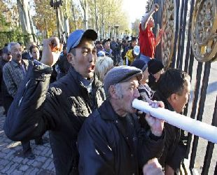 Kyrgyzstan opposition MPs charged with attempted coup