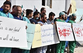 Health workers protest regime attacks in Idlib