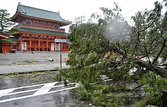 Six dead as strongest typhoon in quarter century batters Japan