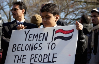 Yemenis protest rising prices following currency plunge