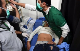 Around 100 Syrians struggle to breathe after 'toxic' attack