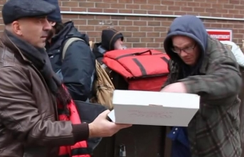 Turkish pizza maker lends hand to homeless in Canada