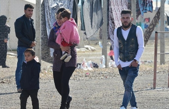 Syrian refugees say they 'feel human' in Turkey
