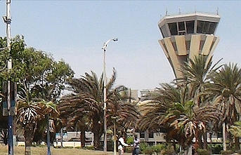 Blasts hit Aden airport as new gov't arrives