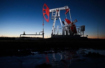 Oil prices climb as US oil inventories fall