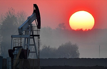 Oil prices mixed over weaker dollar, rising supplies