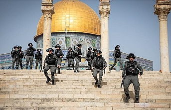 Israeli police attack worshippers at Al-Aqsa Mosque