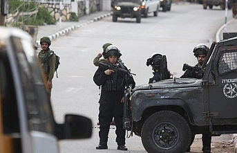Israeli army shoots Palestinian youth in head
