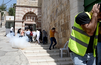 Israeli army attacks worshipers at Ibrahimi Mosque in Hebron