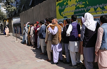 People throng banks in Kabul, pressing to get cash