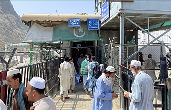 Taliban closes Afghanistan's main crossing point with Pakistan for pedestrians