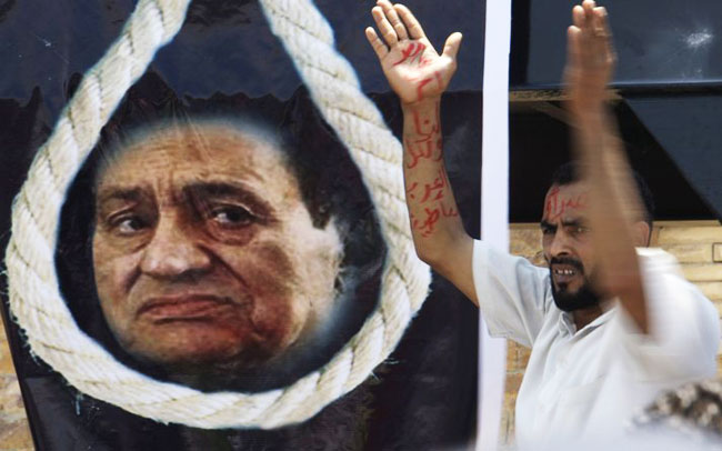 Egypt court orders retrial of Mubarak-era minister