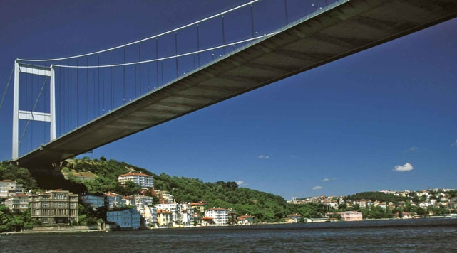 Turkey will not close Bosporus Bridge to city traffic
