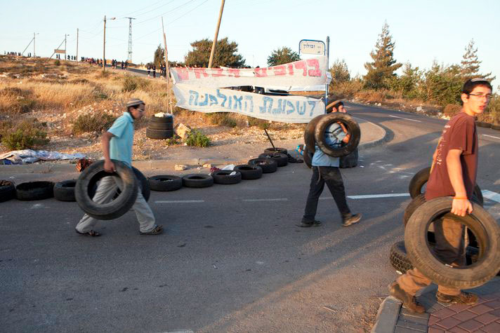 Jewish settlers desecrate West Bank mosque