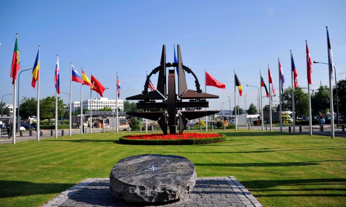 Swedes, Finns eye defence options, NATO as Russia growls
