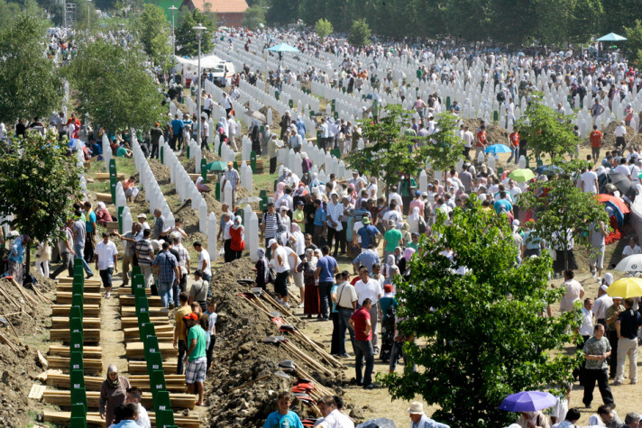 Bosnians voice anger at Dutch ruling on Srebrenica