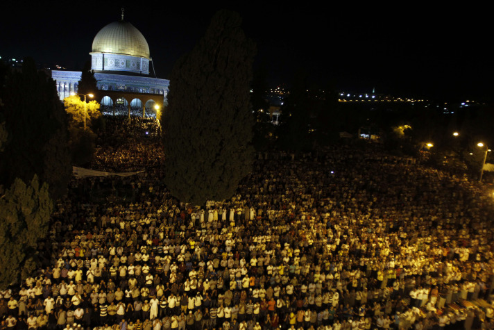 Gazans pray at Al-Aqsa Mosque for first time since 2007