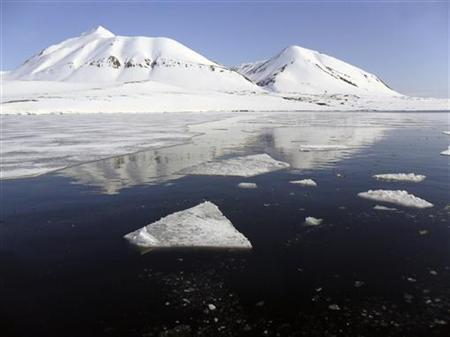 U.S. Navy could close Arctic submarine ice camp after cracks