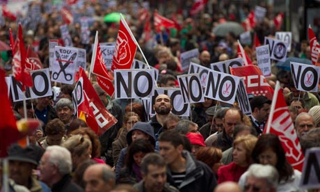 Spain politicians to be fenced off from protesters