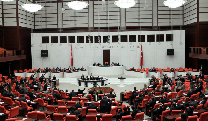 Turkey's parliament ratifies paid military service law
