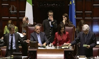 Italy government calls confidence vote on election law