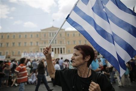 Thousands of Greeks join strike against layoffs