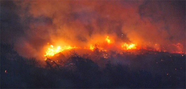 Firefighters keep Arizona wildfire from advancing on homes