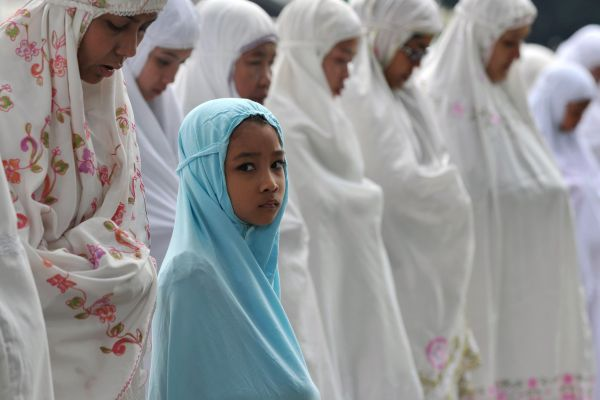 Indonesians prepare for the end of Eid-al-Fitr